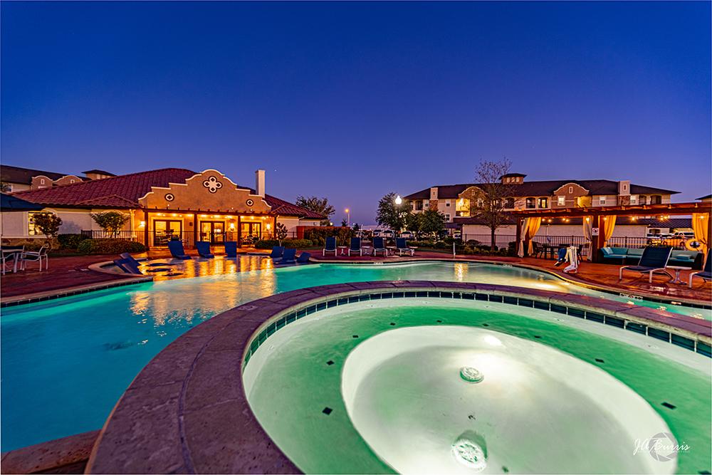 Sunset Lodge - hot tub at night