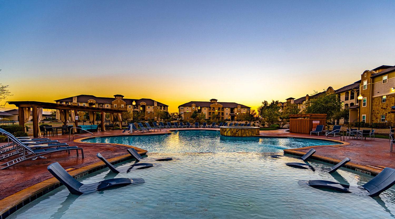 sunset-lodge-pool